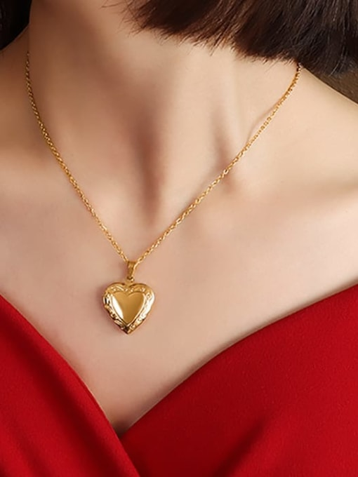 MAKA Titanium 316L Stainless Steel Smooth Heart Minimalist Necklace with e-coated waterproof 1