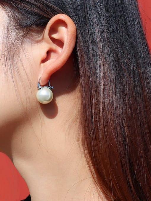 MAKA Titanium Steel Imitation Pearl Round Minimalist Huggie Earring 2