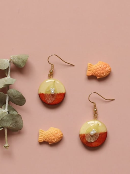 Five Color Alloy Wood Round Cute Hook Earring 0