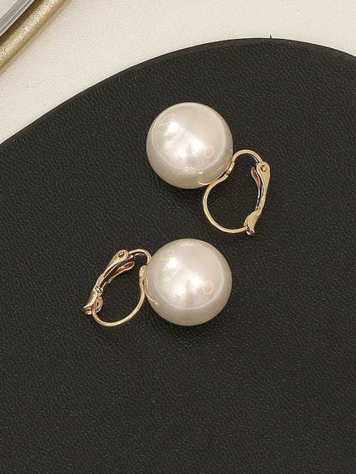 HYACINTH Copper Imitation Pearl Geometric Minimalist Huggie Earring 2