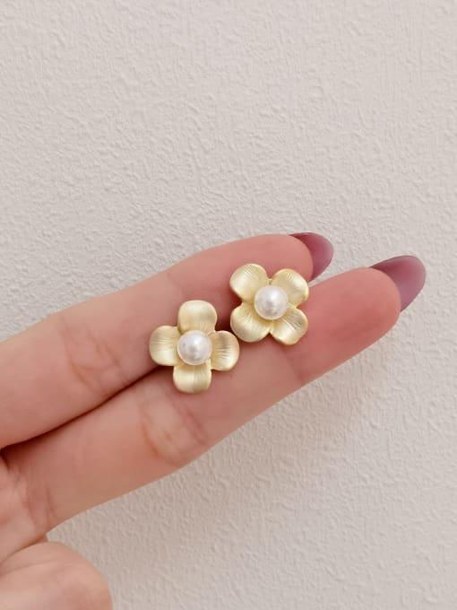 HYACINTH Brass Imitation Pearl Flower Minimalist Stud Earring 2