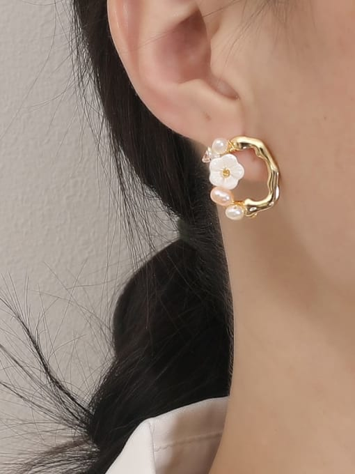 HYACINTH Brass Resin Geometric Flower Vintage Stud Earring 1