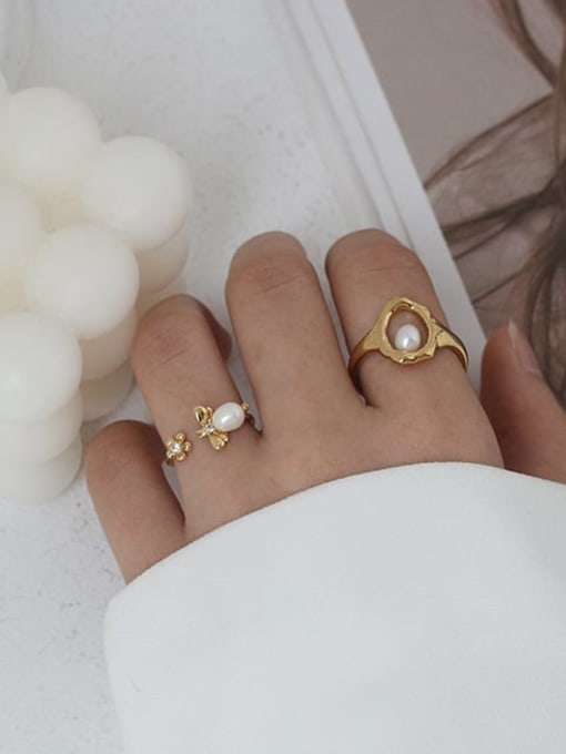 Five Color Brass Imitation Pearl Bee Hip Hop Band Ring 1