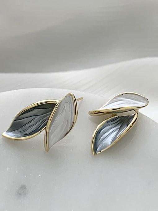 SUUTO Brass Shell Flower Minimalist Stud Earring 2