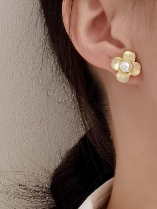 HYACINTH Brass Imitation Pearl Flower Minimalist Stud Earring 1