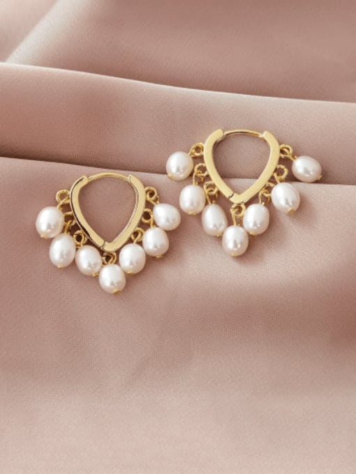 HYACINTH Brass Imitation Pearl Heart Minimalist Huggie Earring