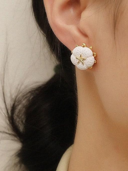 HYACINTH Brass Resin Flower Minimalist Stud Earring 1