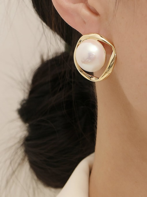 HYACINTH Brass Imitation Pearl Round Vintage Stud Earring 1