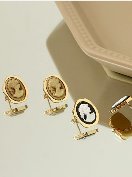 ACCA Brass Resin Oval Vintage Stud Earring 4