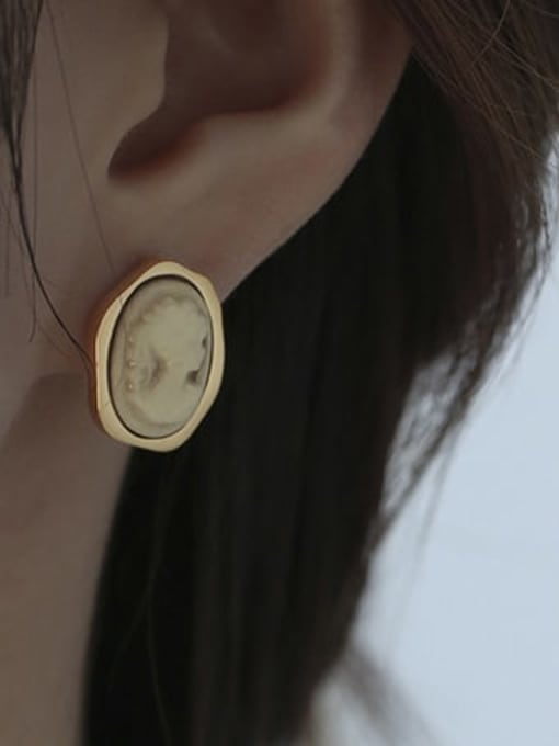 ACCA Brass Acrylic Round Vintage Stud Earring 2