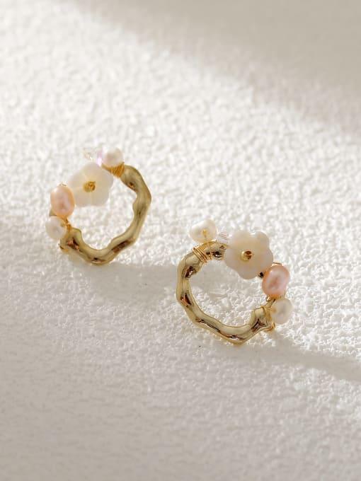 HYACINTH Brass Resin Geometric Flower Vintage Stud Earring