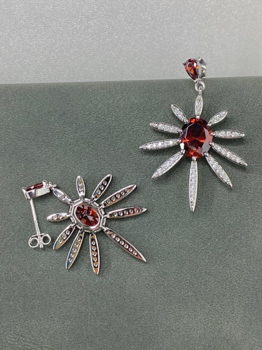 LM 925 Sterling Silver Cubic Zirconia Red Cluster Earring 1