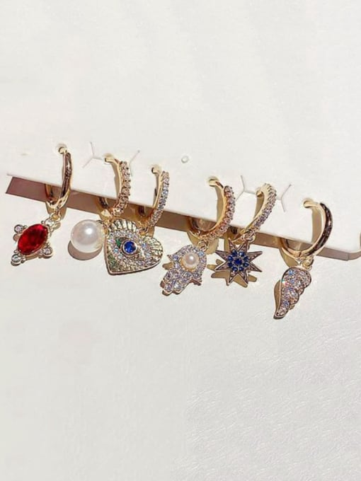 Ming Brass Rhinestone Heart Minimalist Huggie Earring 1