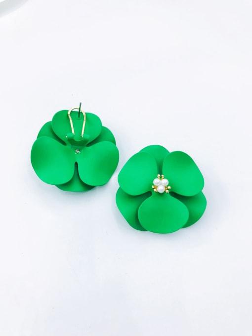 VIENNOIS Zinc Alloy Imitation Pearl White Flower Statement Clip Earring 1