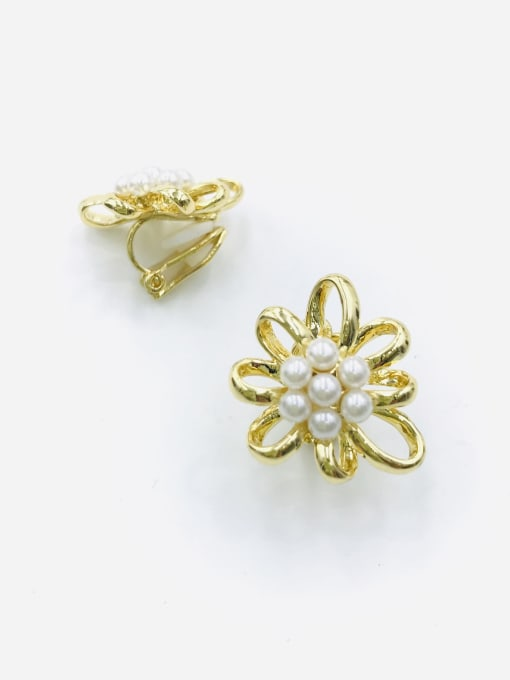 Gold Zinc Alloy Imitation Pearl White Flower Classic Clip Earring