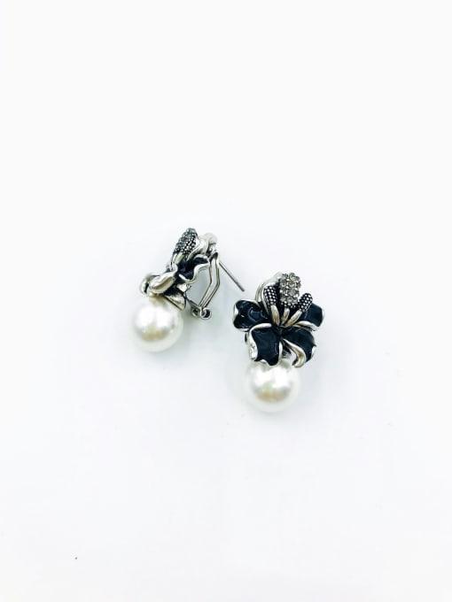 VIENNOIS Zinc Alloy Imitation Pearl White Enamel Flower Classic Clip Earring 0