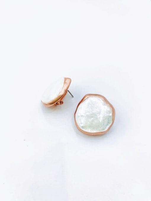 Rose Zinc Alloy Shell White Irregular Minimalist Clip Earring