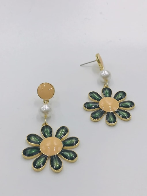 VIENNOIS Zinc Alloy Imitation Pearl White Enamel Flower Trend Drop Earring 0