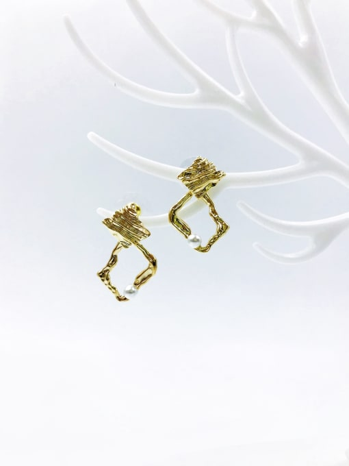 VIENNOIS Brass Imitation Pearl White Irregular Trend Stud Earring